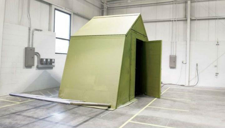 Новый шалаш-укрытие выполнен из твёрдых материалов и хорошо сохраняет тепло