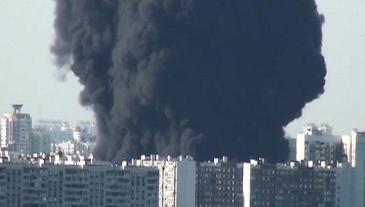 Крупный пожар в Москве спровоцировала авария на нефтепродуктопроводе
