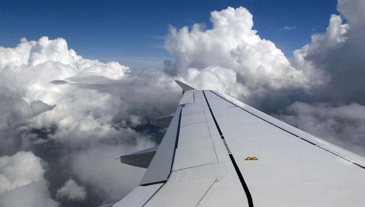 Самолет задел крылом столб в аэропорту Южно-Сахалинска