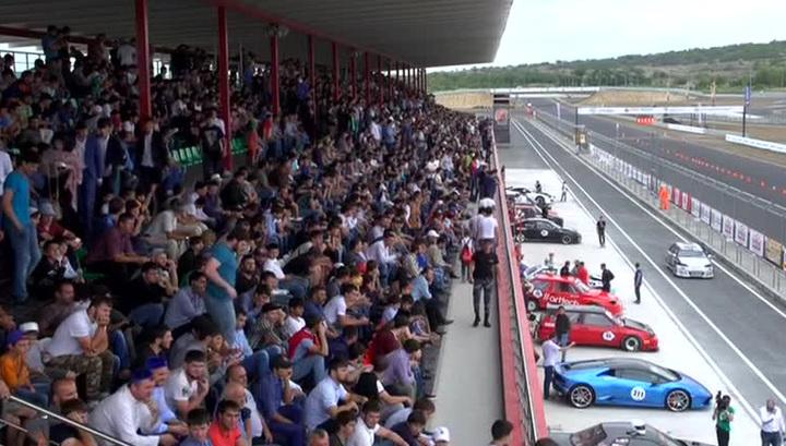 В Чечне чемпионатом по дрэг-рейсингу открыли автодром мирового класса