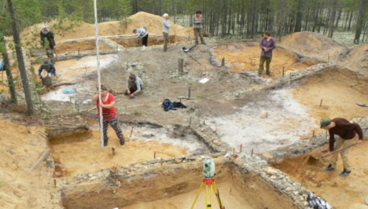 """Учёные предположили, что находка могла быть """"шахтой"""", а не, к примеру, поселением, так как ничего, кроме каменных орудий труда, обнаружить не удалось"""