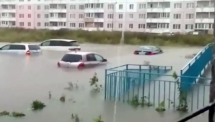 В подтопленный Уссурийск подвозят продукты, воду и лекарства