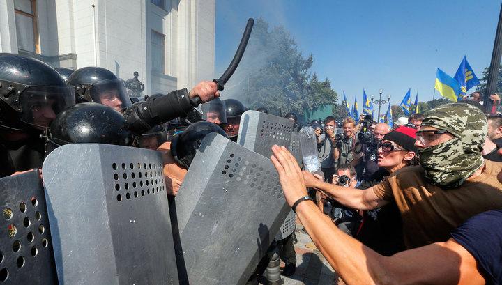 Возле Верховной рады прогремел взрыв: ранены силовики и журналисты