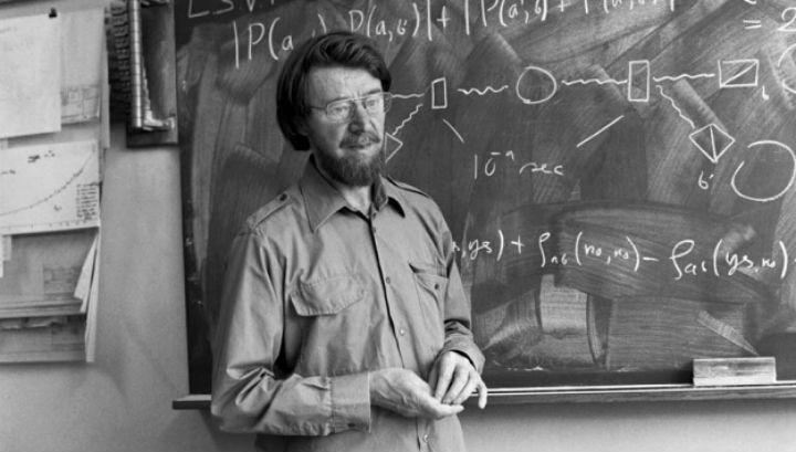 """Физик Джон Белл – автор теста, позволившего опровергнуть теорию Эйнштейна о """"скрытых параметрах"""" квантовых частиц"""