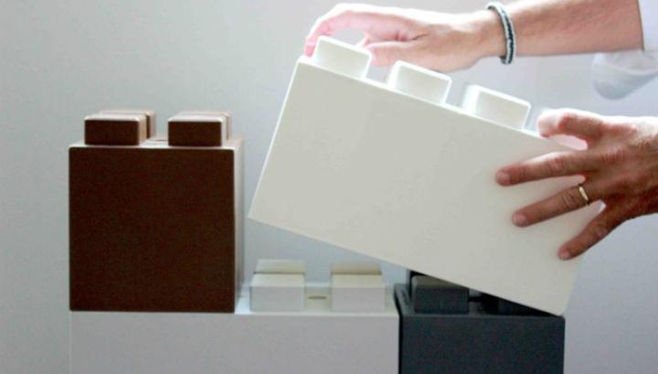 Блоки собираются вместе, как кубики Lego