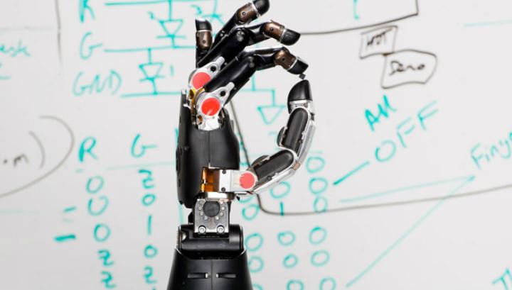 Нейрокомпьютерный интерфейс, разработанный швейцарскими специалистами, может открыть новые перспективы для изготовления роботизированных конечностей