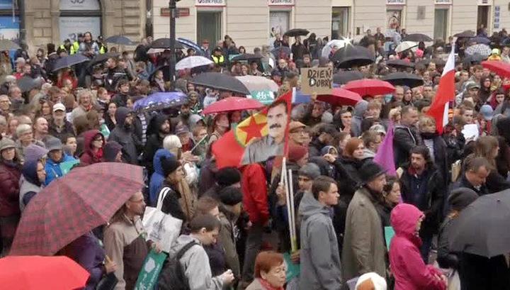 Наплыв мигрантов в ЕС расколол европейское общество