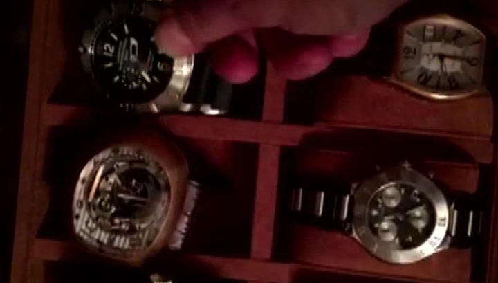 В кабинете Гайзера нашли часы за миллион и пачки денег