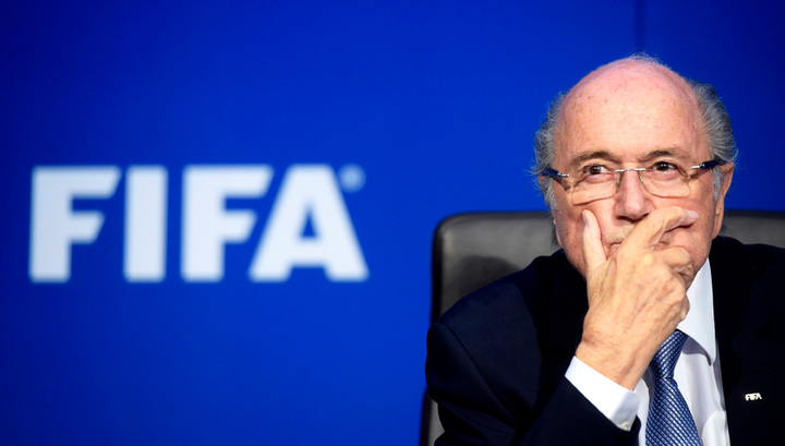 Глава ФИФА стал фигурантом уголовного дела: Блаттера подозревают в подкупе главы УЕФА