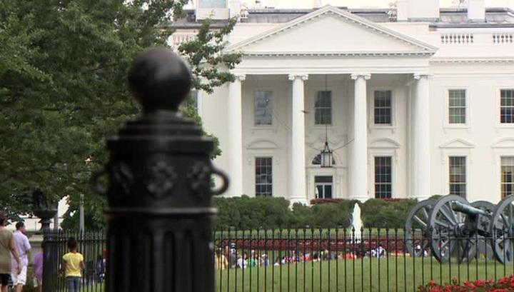 Человек в огне: возле Белого дома себя поджег мужчина