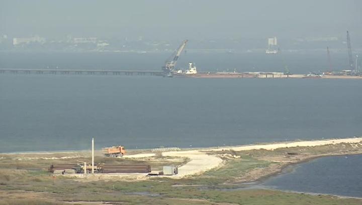 В Керченском проливе открыт первый технологический мост