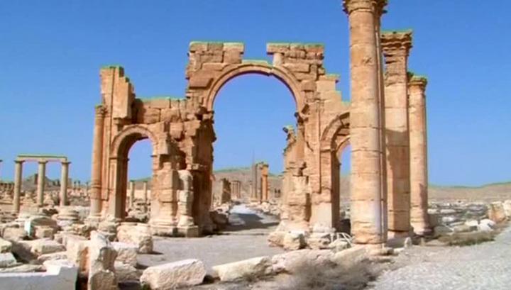 Террористы подорвали в Пальмире 2000-летнюю триумфальную арку