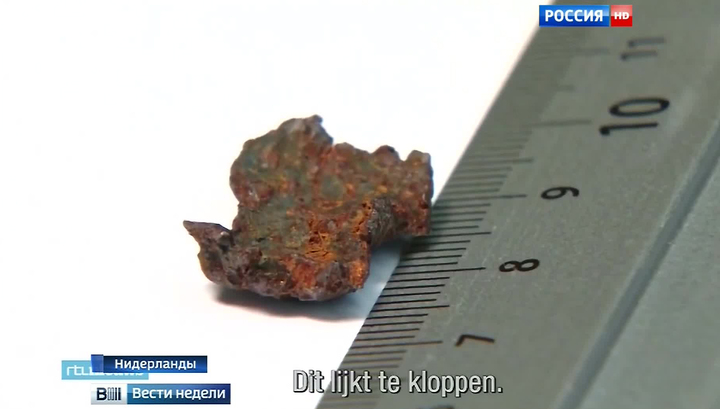 """Крушение """"Боинга"""": следователи выдали за элементы ракеты два непонятных кусочка металла"""
