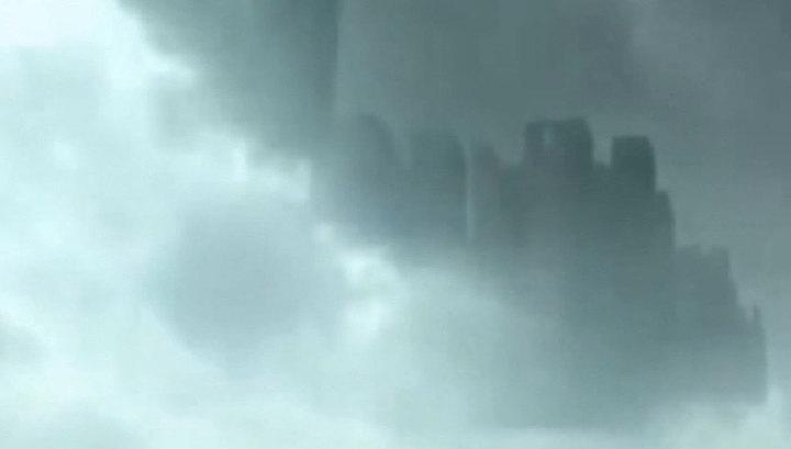 Над Китаем проплыл огромный призрачный город. Видео