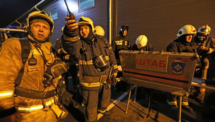 Пожар в гипермаркете в Санкт-Петербурге охватил все здание, люди эвакуированы