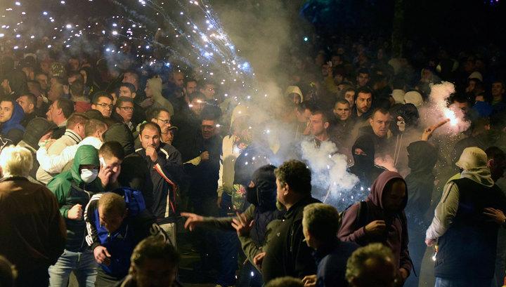 В Белграде проходит массовый протест в поддержку арестованных оппозиционеров