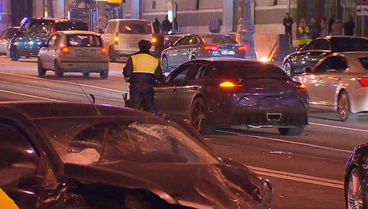 На Крымском мосту в Москве столкнулись пять машин: есть пострадавшие