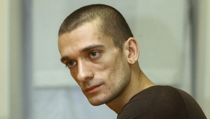 Французский суд оставил Павленского за решеткой
