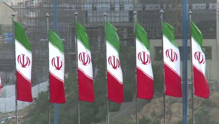 Зариф анонсировал снятие санкций с Ирана