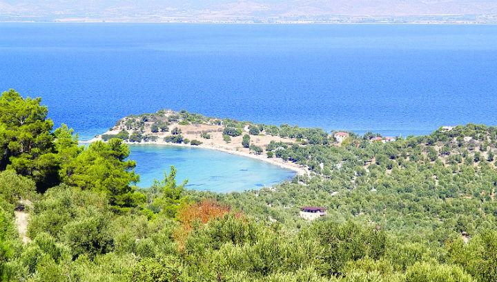 По мнению археологов, часть этого полуострова могла быть когда-то островом, на котором стоял античный город Кейн, упомянутый Ксенофонтом при описании битвы при Аргинусских островах