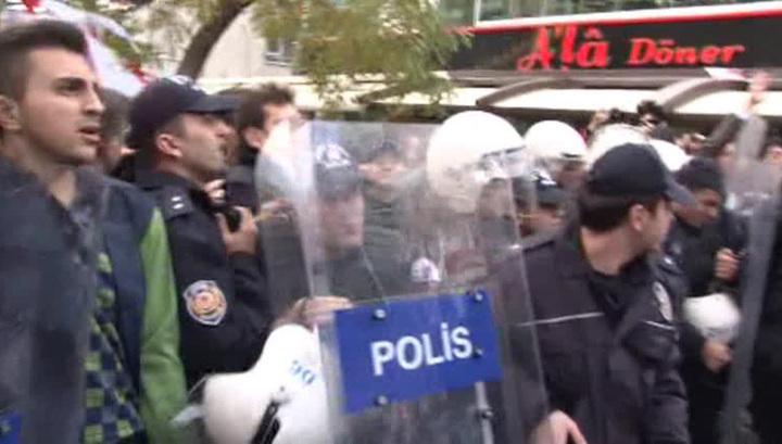 """Протесты в Стамбуле: турки требуют освободить журналистов """"Республики"""""""