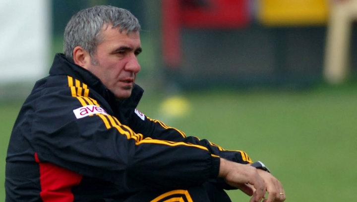 Аттракцион неслыханной щедрости: тренер Хаджи отдал свою карточку футболистам