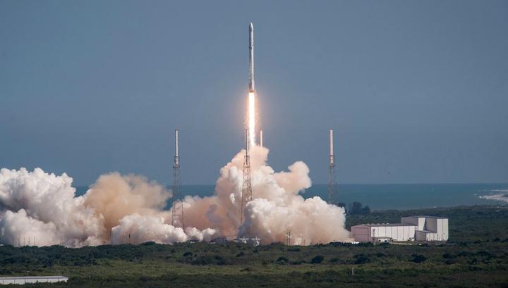 Ракета Falcon 9 отправляется к МКС