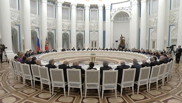 Путин: культура может быть мостом между народами, лишь оставаясь вне политики