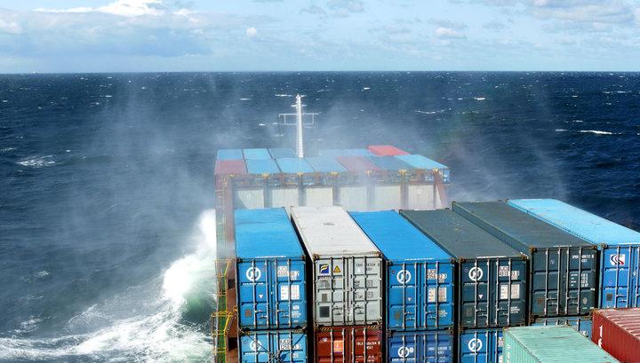 Контейнеры с опасными химвеществами упали с грузового судна в Северное море