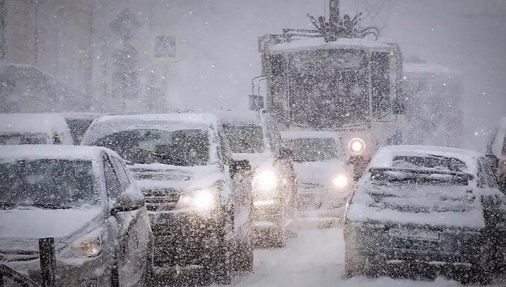 Снегопад погрузил Москву в 8-балльные пробки