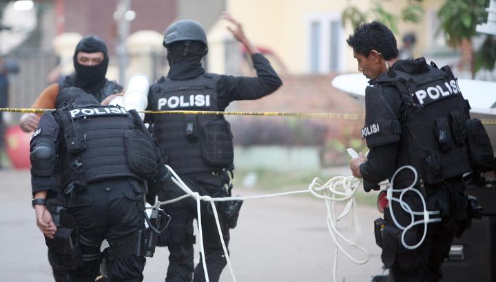 Число пострадавших в результате акций протеста в Джакарте превысило 900