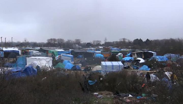 Французские власти сносят палаточный лагерь беженцев в Кале