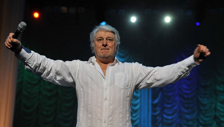 Поклонников Вячеслава Добрынина напугала новость о его уходе со сцены