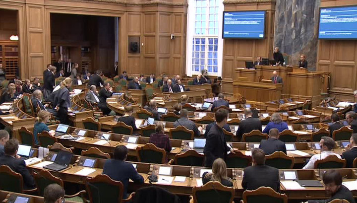 Датский парламент разрешил отбирать у мигрантов деньги и ценные вещи