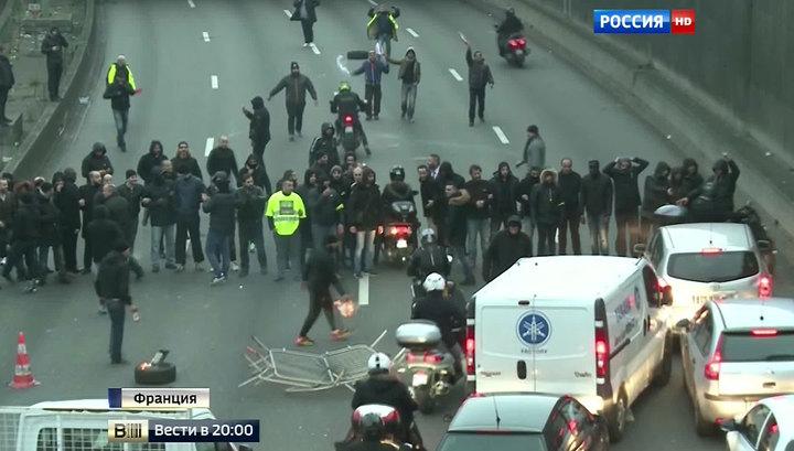 """Таксисты, диспетчеры, учителя: """"черный вторник"""" парализовал Париж"""