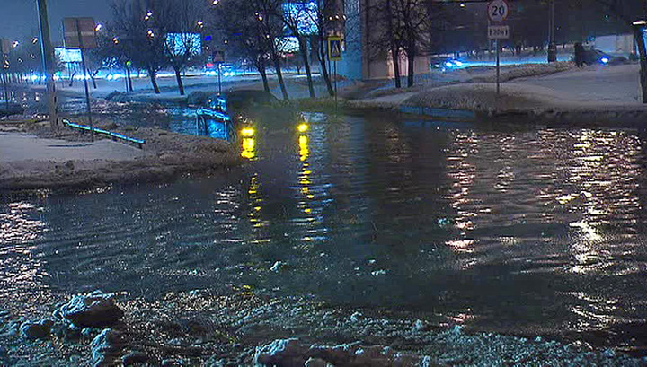 Москву залило талой водой