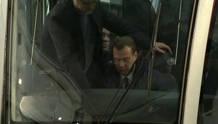 "Медведев проехался на новом трамвае ""Витязь"""