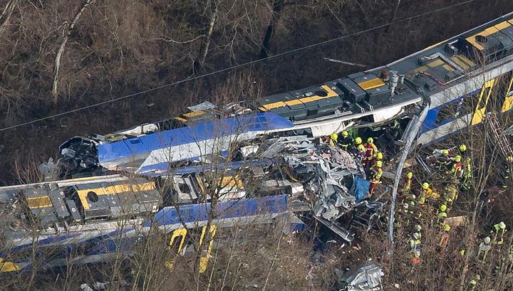 Роковое столкновение: на месте крушения двух поездов в Баварии нашли тело десятой жертвы