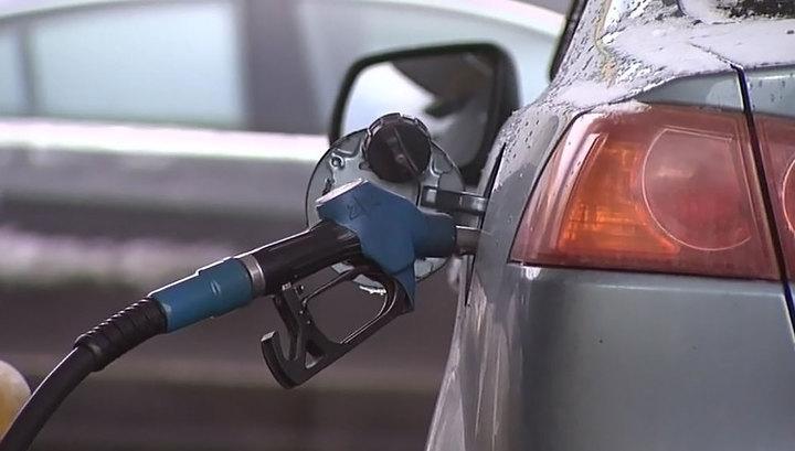 Цены на бензин: Медведев дал нефтяникам два дня на раздумья