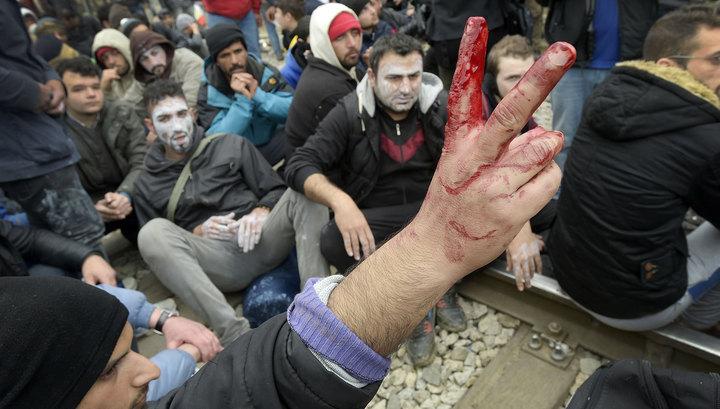 Беженцы пытались штурмом взять греко-македонскую границу