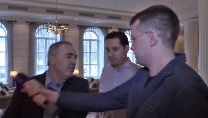 Участники Форума свободной России напали на журналистов ВГТРК