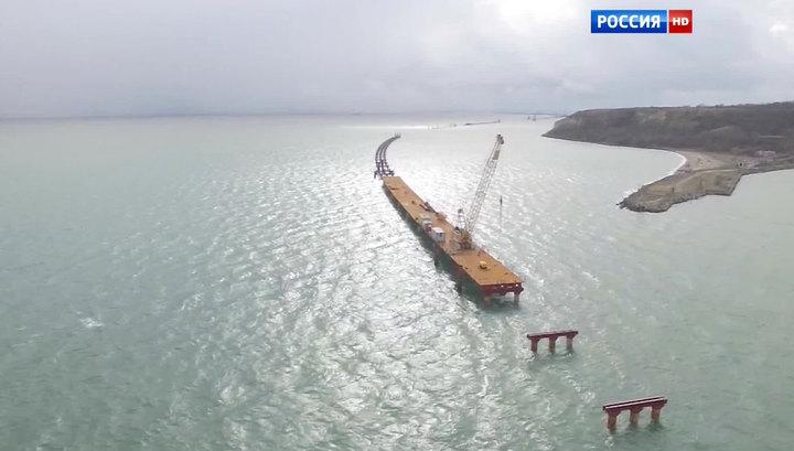 Путин проинспектировал строительство исторического моста в Крым