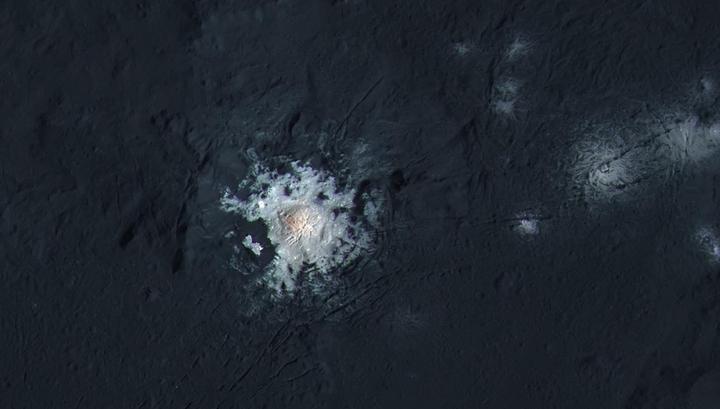 Первые детальные изображения кратера с высоты 385 километров