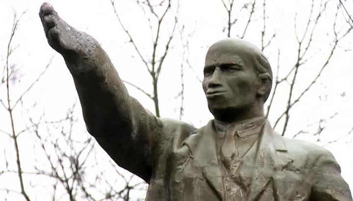 Прославившийся в Сети памятник Ленину приведут в порядок