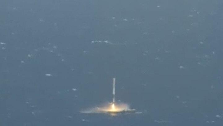 SpaceX успешно посадила ступень ракеты на платформу в океане