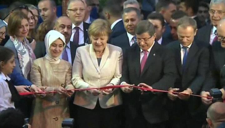 Меркель и Туск посетили потемкинскую деревню для беженцев