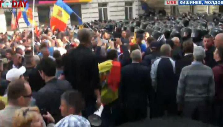 Оппозиция отказывается разблокировать здание правительства в Кишиневе
