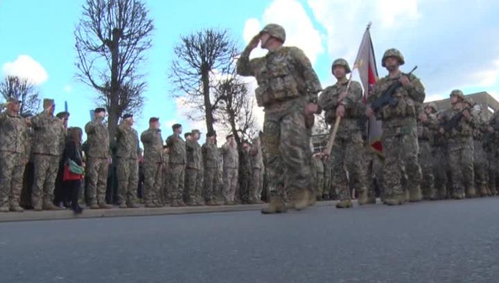 Латыши встретили день независимости в компании военных США