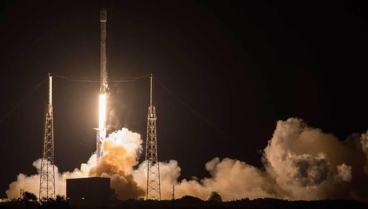 В 2018-м SpaceX отправит туристов в полет вокруг Луны