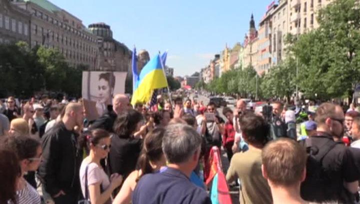 """Украинские активисты попытались помешать проезду """"Ночных волков"""" по Праге"""